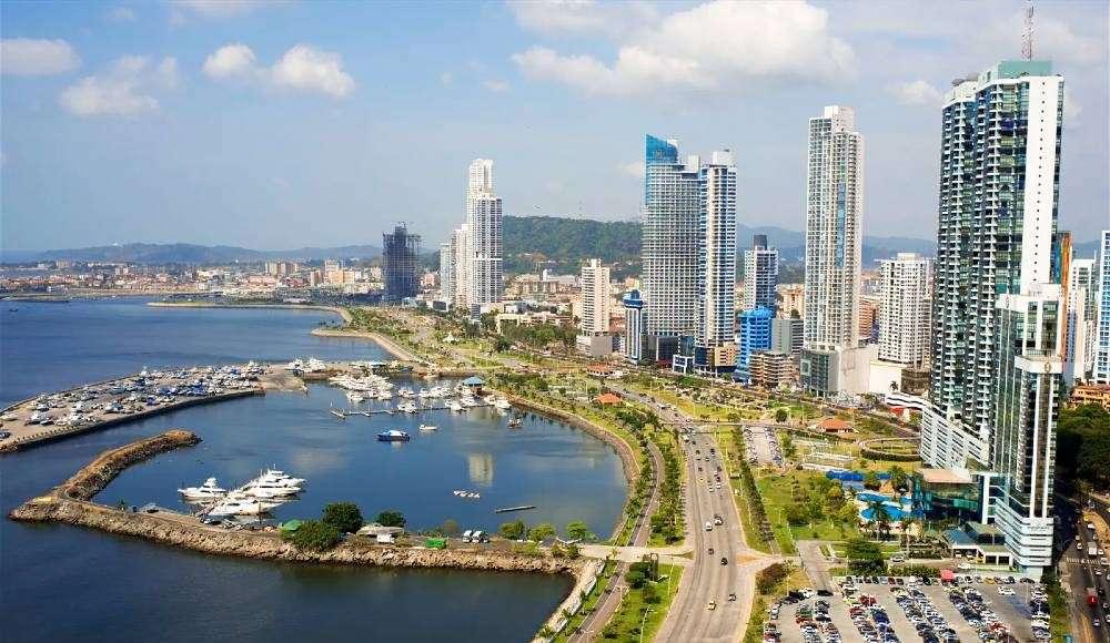 retiress moving to panama