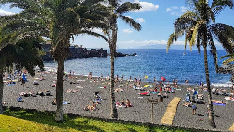 uk holidaymakers turn to tenerife