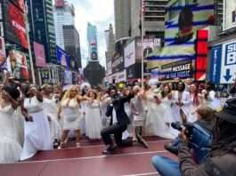 Man Proposes to women Times Square